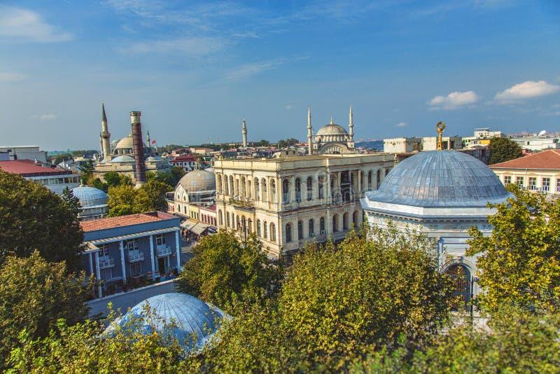Widok z lotu ptaka centrum Istanbuł z kolumną Constantine, Atik Ali Pas meczet fotografia stock