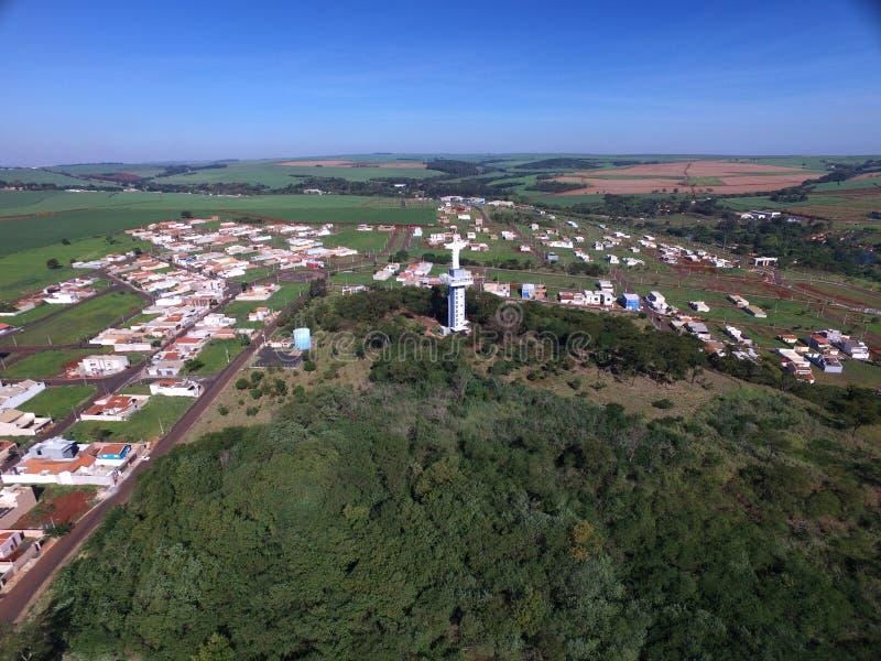 Widok z lotu ptaka Chrystus odkupiciel w mieście Sertaozinho, Sao Paulo, Brazylia obraz stock