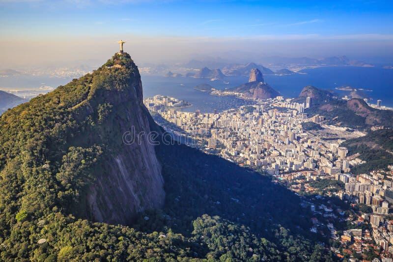 Widok z lotu ptaka Chrystus Rio De Janeiro miasto i odkupiciel zdjęcie stock