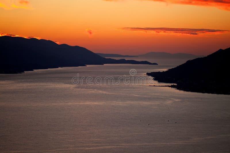 Widok z lotu ptaka Dalmatyńskie wyspy przy zmierzchem fotografia stock