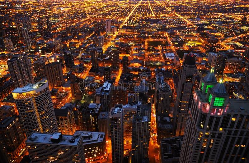 Widok z lotu ptaka duży miasto przy nocą zdjęcia stock