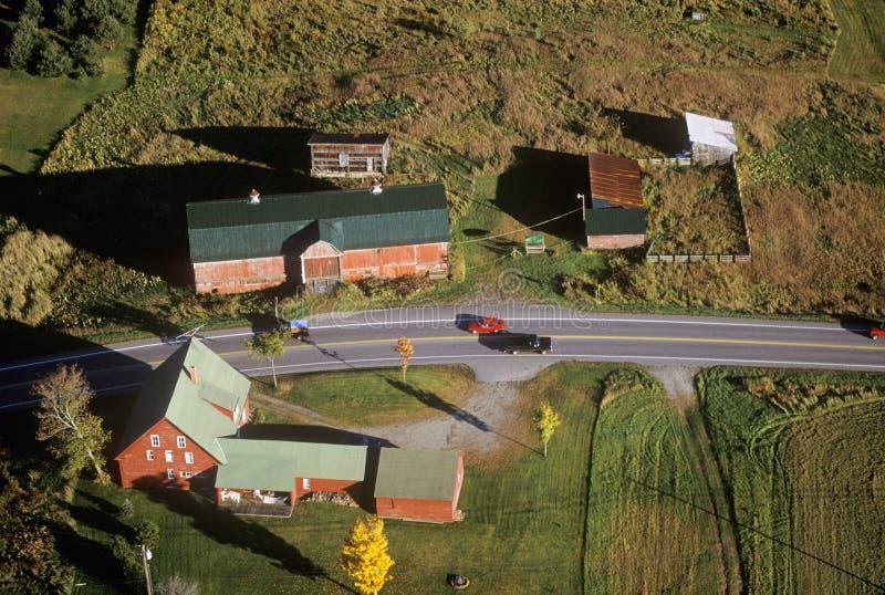 Widok z lotu ptaka gospodarstwo rolne blisko Stowe, VT w jesieni na Scenicznej trasie 100 zdjęcia stock