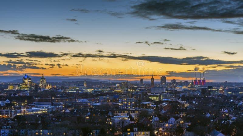 Widok z lotu ptaka Hannover przy wieczór Niski Saxony zdjęcie stock