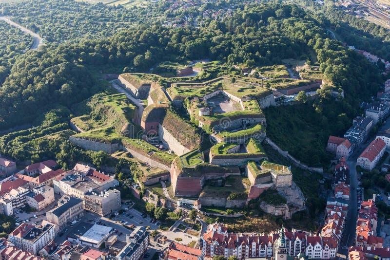 Widok z lotu ptaka historyczny forteca w Klodzko mieście zdjęcie royalty free