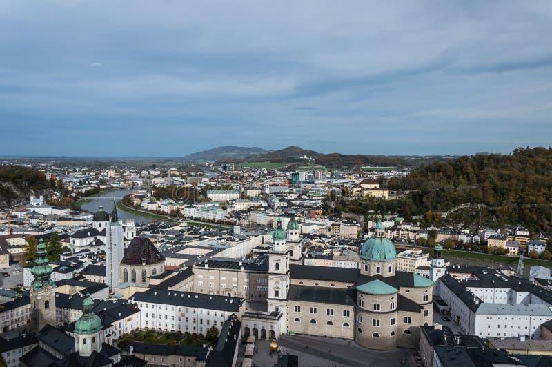 Widok z lotu ptaka historyczny miasto Salzburg, Austria obrazy stock