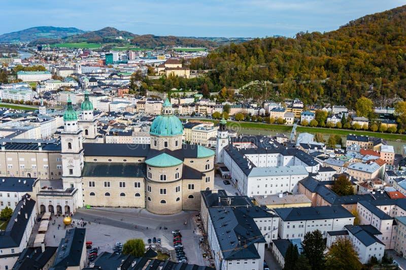 Widok z lotu ptaka historyczny miasto Salzburg, Austria zdjęcie stock