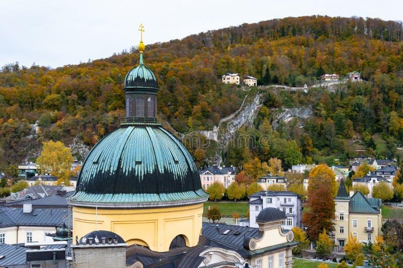 Widok z lotu ptaka historyczny miasto Salzburg, Austria zdjęcia royalty free