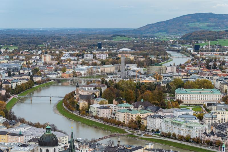 Widok z lotu ptaka historyczny miasto Salzburg, Austria fotografia royalty free