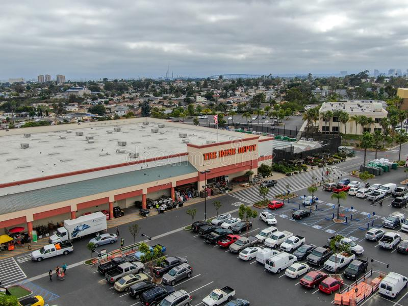 Widok z lotu ptaka Home Depot sklep i parking w San Diego, Kalifornia, usa obrazy stock