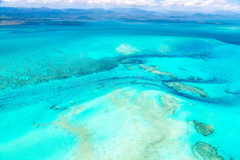 Widok z lotu ptaka idylliczna lazurowa turkusowego błękita laguna zachodnie wybrzeże bariery rafa, Nowy Caledonia, Oceania, Koral fotografia royalty free