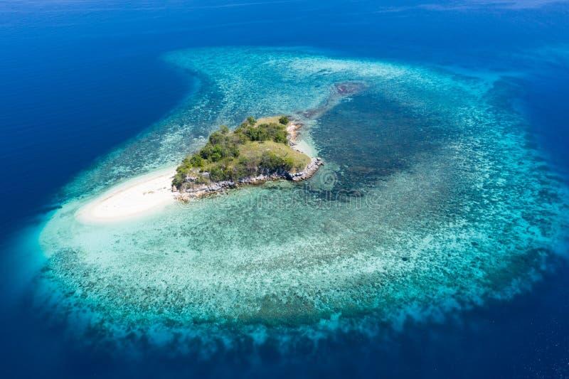 Widok Z Lotu Ptaka Idylliczna Tropikalna wyspa w Indonezja fotografia stock