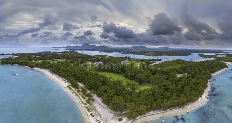 Widok z lotu ptaka Ile aux Cerfs, Mauritius Jelenia wyspy panorama Sławna jelenia wyspa fotografia royalty free