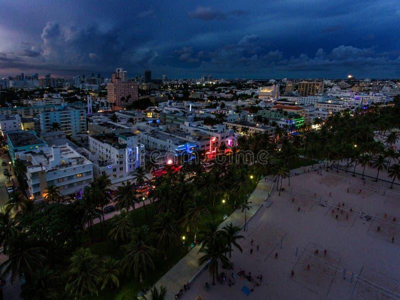 Widok z lotu ptaka iluminująca ocean przejażdżka i południe wyrzucać na brzeg, Miami, Floryda, usa zdjęcie royalty free