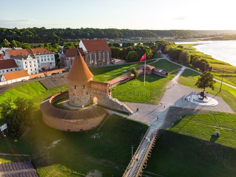 Widok z lotu ptaka Kaunas kasztel, obubrzeżny w Kaunas, Lithuania obrazy royalty free
