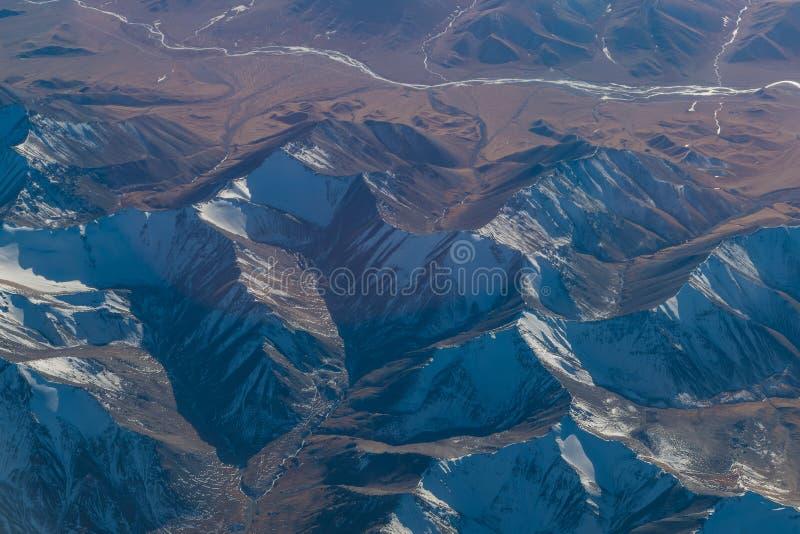 Widok z lotu ptaka krajobraz w Xinjiang północnej części Chiny w w obraz royalty free