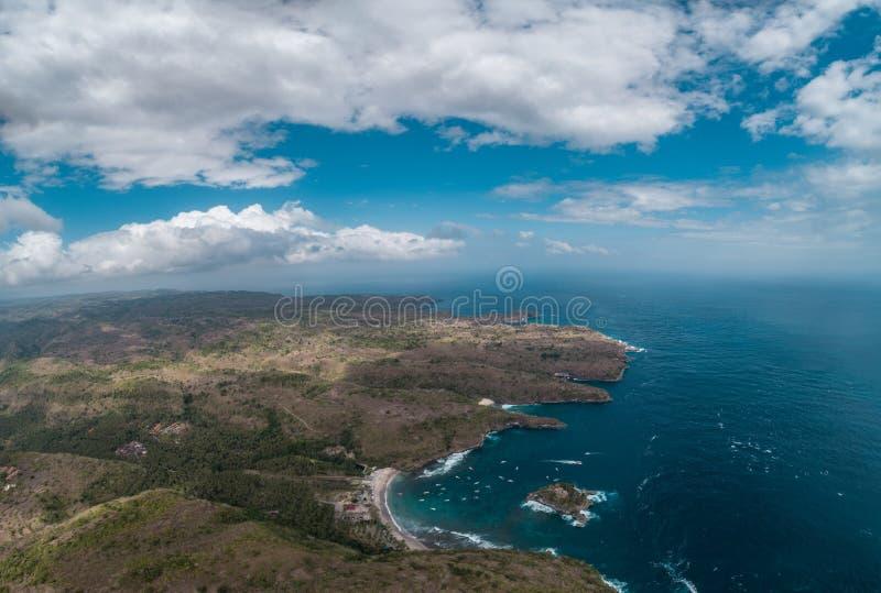 Widok z lotu ptaka kryształ zatoka Nusa Penida wyspa, Bali zdjęcia stock