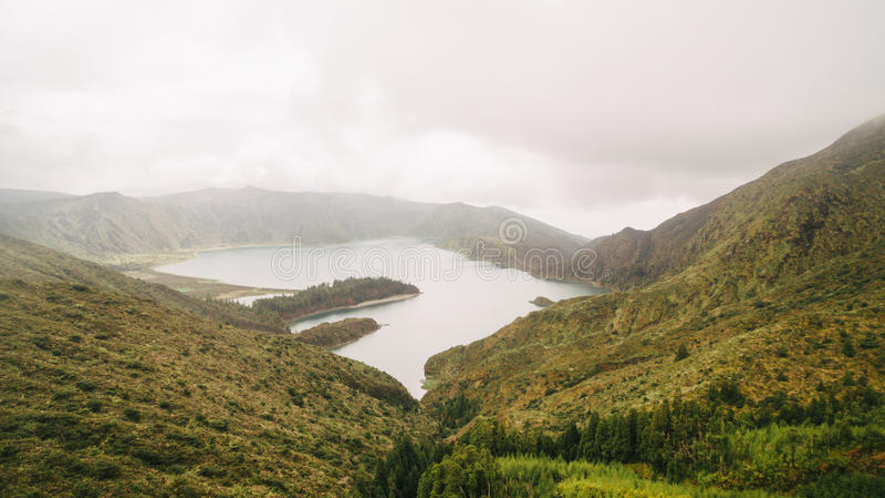 Widok z lotu ptaka Lagoa robi Fogo powulkaniczny jezioro w Sao Miguel, Azores wyspy zdjęcie stock