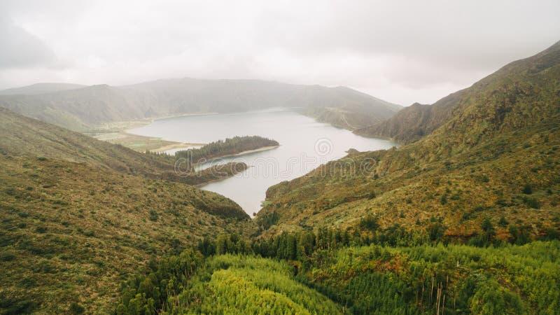 Widok z lotu ptaka Lagoa robi Fogo, powulkaniczny jezioro w Sao Miguel, Azores wyspy zdjęcia royalty free