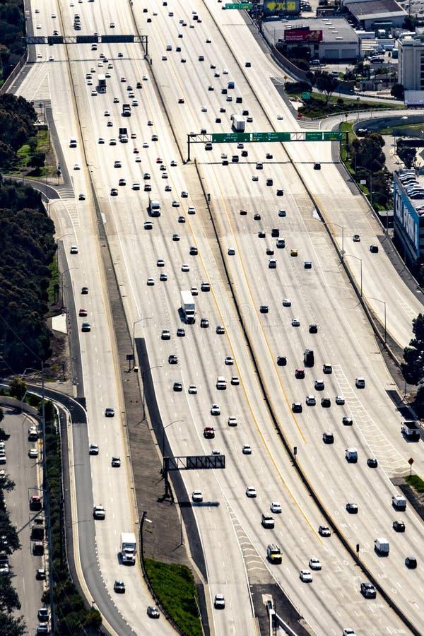 Widok z lotu ptaka Los Angeles z autostrady i samochodów jeżdżenia śródmieściem obraz royalty free