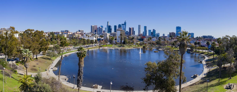 Widok z lotu ptaka Los Angeles centrum miasta z Zachodnim jeziorem obrazy stock