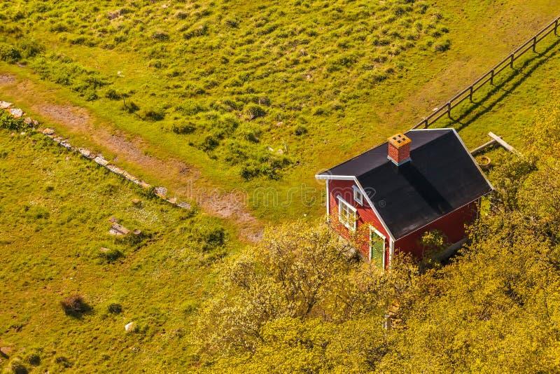 Widok z lotu ptaka mały szwedzi gospodarstwa rolnego dom zdjęcie royalty free