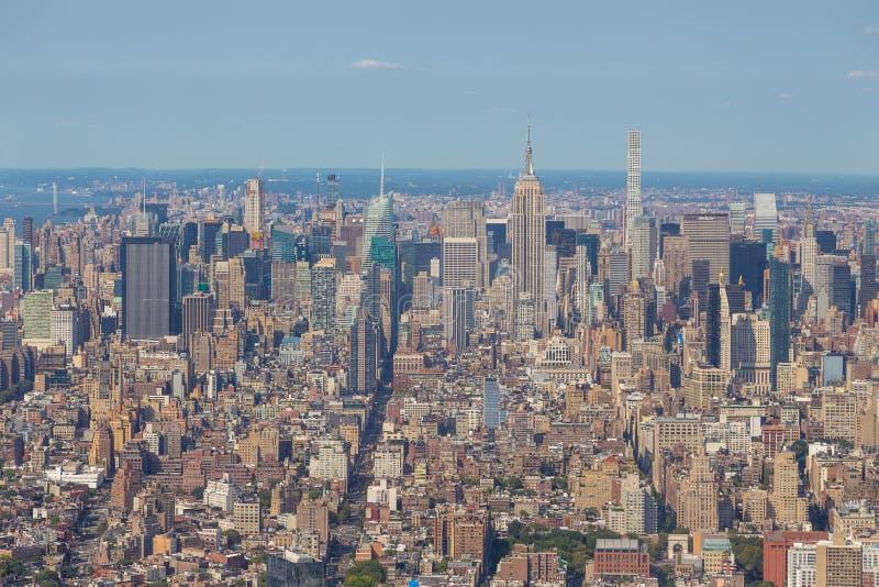 Widok z lotu ptaka Manhattan linia horyzontu na pogodnym letnim dniu obraz stock