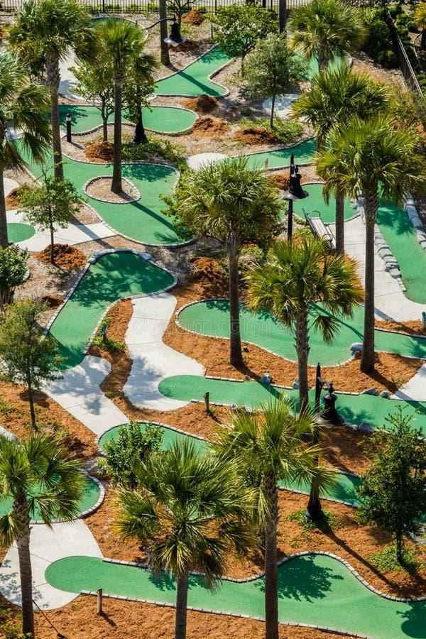 Widok z lotu ptaka miniaturowy pole golfowe. fotografia royalty free