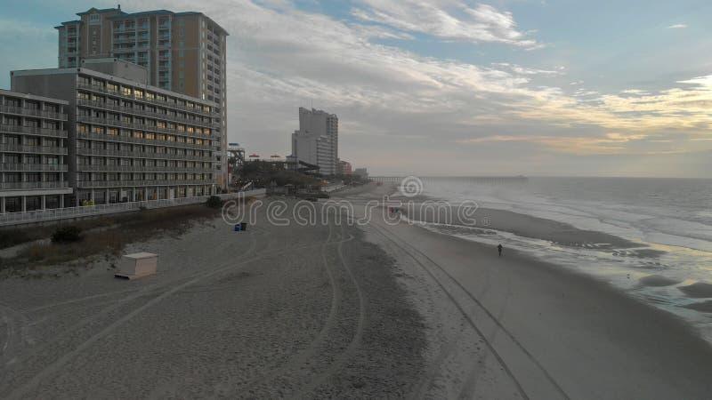 Widok z lotu ptaka mirt plaży ocean przy zmierzchem i linia horyzontu, południe C zdjęcia royalty free