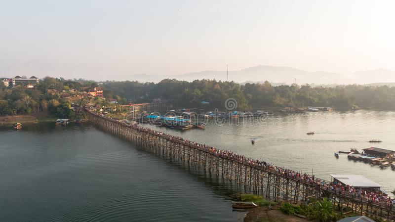 Widok z lotu ptaka Mon most przy Sangkhlaburi Kanchanaburi Tajlandia fotografia stock