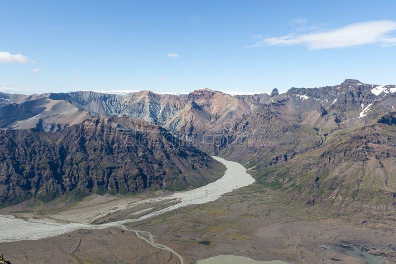 Widok z lotu ptaka morena lodowa rzeka w południe fotografia royalty free