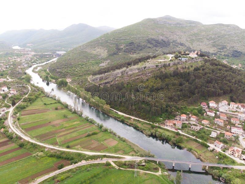 Widok z lotu ptaka most i miasto Hercegovacka Gracanica w Trebinje Bo?nia i Hercegovina obrazy stock