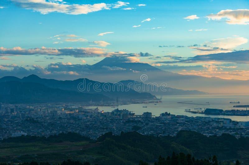 Widok z lotu ptaka Mt Fuji i Shizuoka linia brzegowa na wschodzie słońca fotografia stock