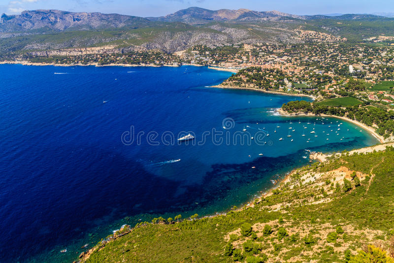 Widok z lotu ptaka na Cassis i Calanque wybrzeżu obraz stock