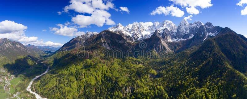 Widok z lotu ptaka na górach w Triglav parku zdjęcia royalty free