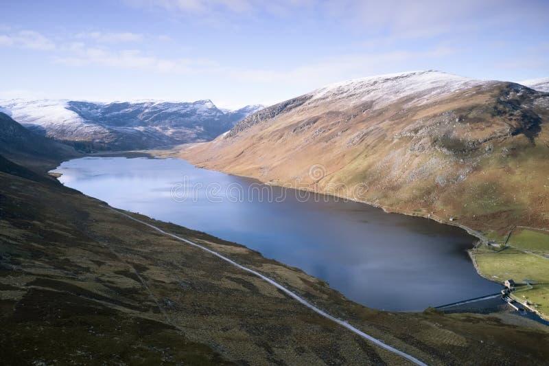 Widok z lotu ptaka na góry Loch Lee i Scottish w Glenesk Angus Scotland obrazy stock