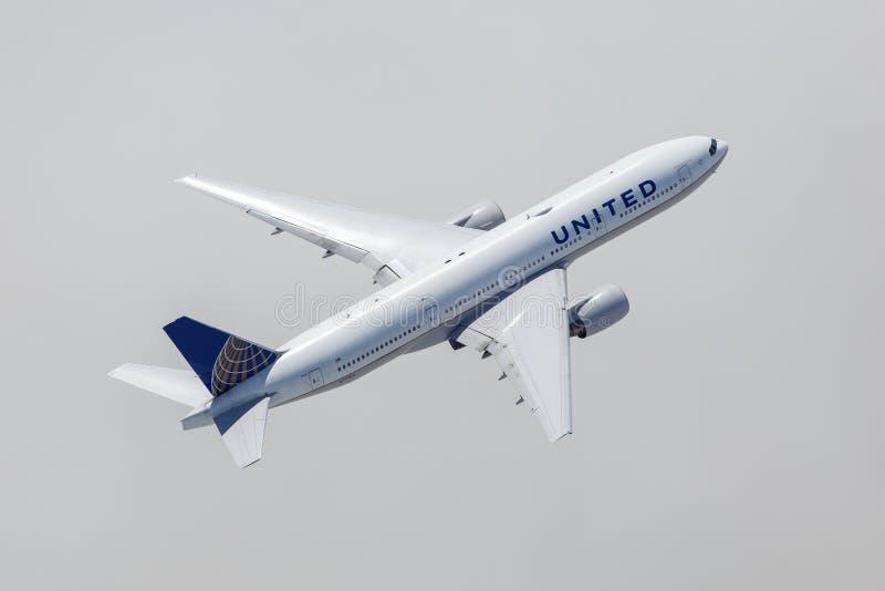 Widok z lotu ptaka na lotnisku United Airlines Boeing 777-200 Los Angeles zdjęcia stock