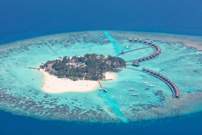 Widok z lotu ptaka na Maldives wyspie, Raa atol obrazy royalty free