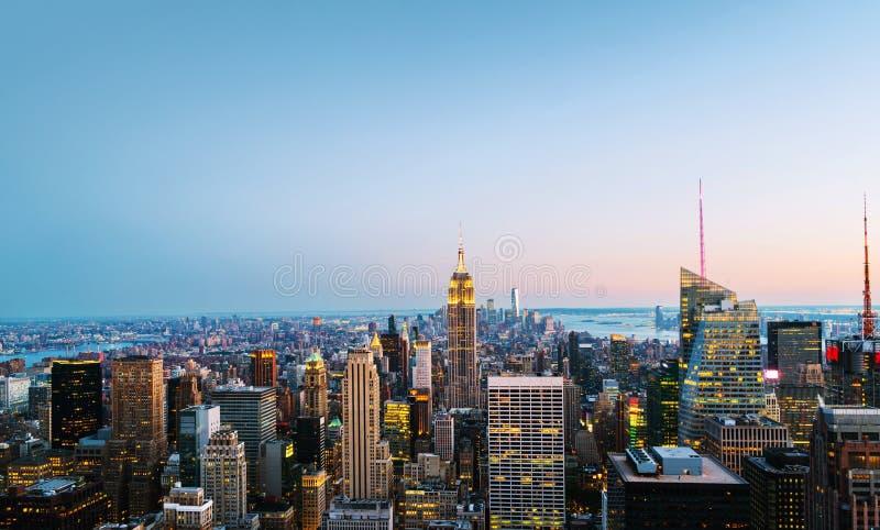 Widok z lotu ptaka na miasto linii horyzontu w Miasto Nowy Jork, usa na nocy obrazy stock