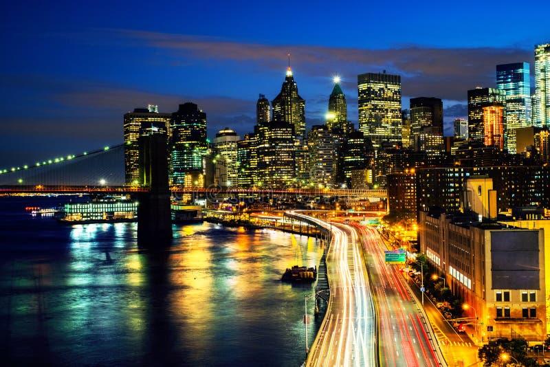 Widok z lotu ptaka na miasto linii horyzontu w Miasto Nowy Jork, usa przy nocą obraz royalty free