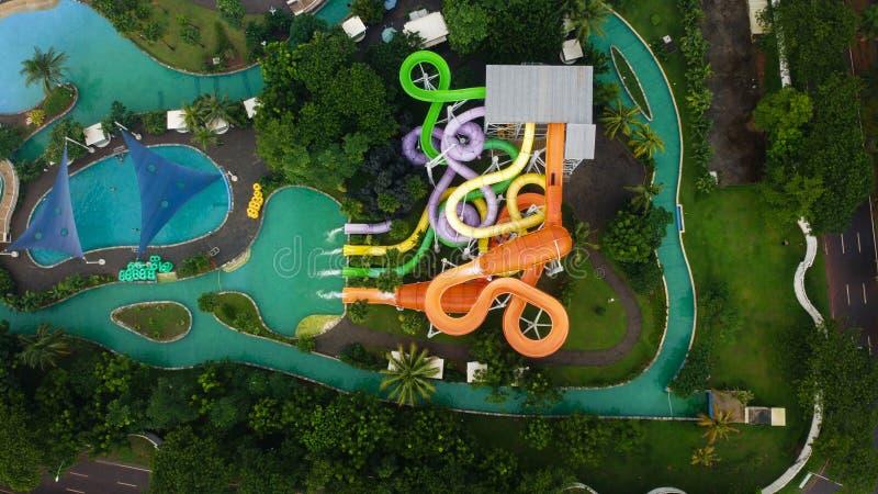 Widok z lotu ptaka na otwartym powietrzu Drone Shot przeglądaj niebieski basen w Bekasi - Indonezja obraz royalty free