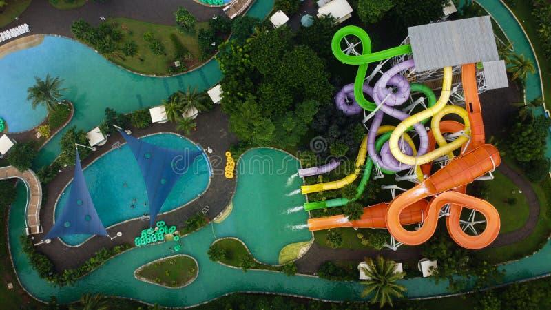 Widok z lotu ptaka na otwartym powietrzu Drone Shot przeglądaj niebieski basen w Bekasi - Indonezja obrazy stock