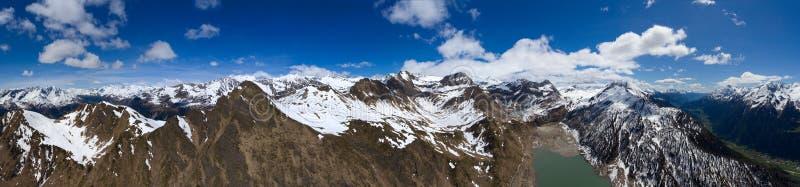 Widok z lotu ptaka na Ritom górach i jeziorze fotografia royalty free