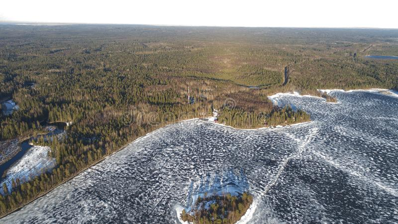 Widok z lotu ptaka na rzece z stapianie lodem, pogodna wiosny pogoda z ?niegiem obrazy royalty free