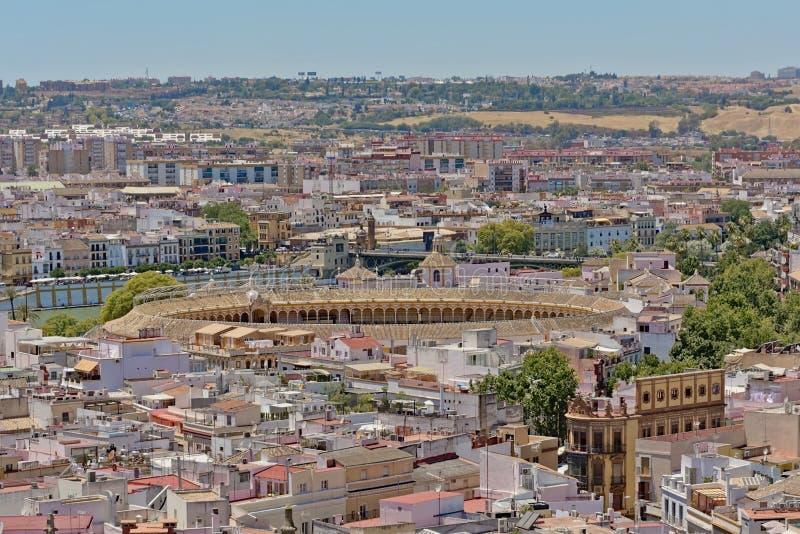 Widok z lotu ptaka na w centrum Seville i bullfighting pierścionek od Giralda Górujemy fotografia stock