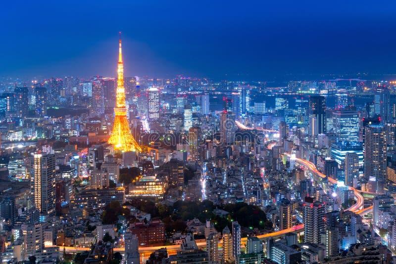Widok z lotu ptaka nad Tokio wierza i Tokio pejzażem miejskim zdjęcie royalty free
