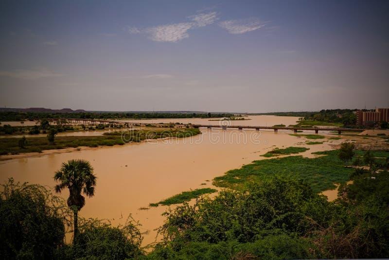 Widok z lotu ptaka Niger rzeka Niamey Niger i Niamey miasto zdjęcie royalty free