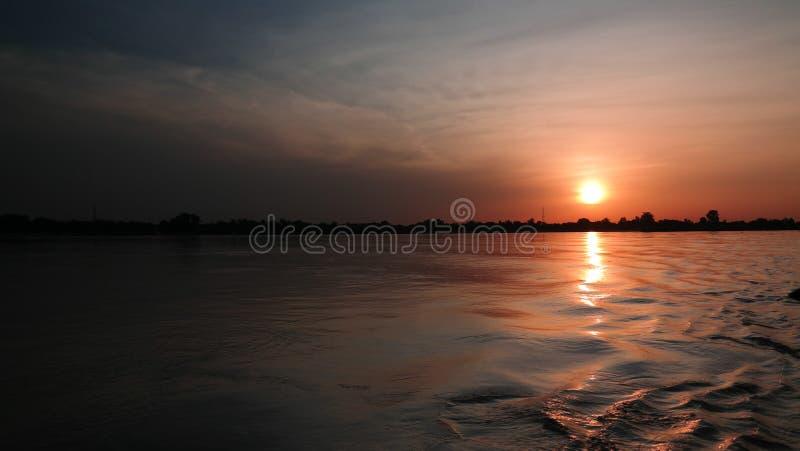 Widok z lotu ptaka Niger rzeka w Niamey przy zmierzchem Niger zdjęcie royalty free