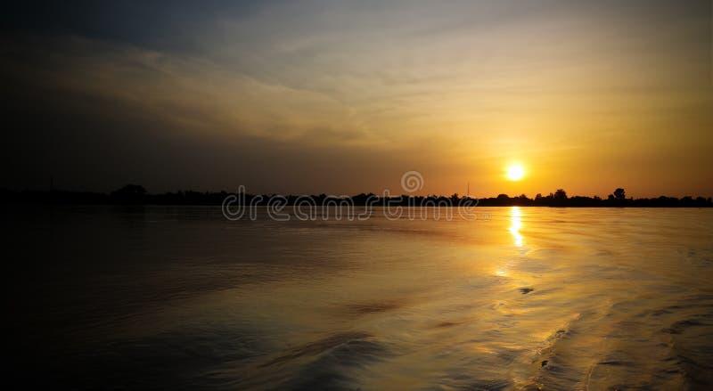 Widok z lotu ptaka Niger rzeka w Niamey przy zmierzchem Niger zdjęcie stock