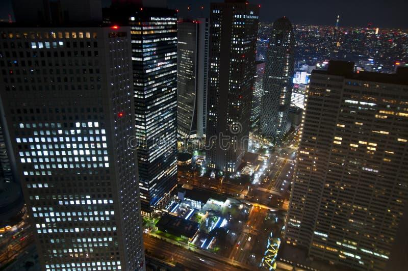 Widok z lotu ptaka nowożytny śródmieście przy nocą obraz royalty free