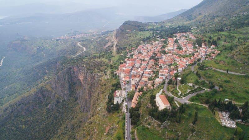 Widok z lotu ptaka nowożytny Delphi miasteczko blisko archeologicznego miejsca antyczny Delphi, zdjęcia stock